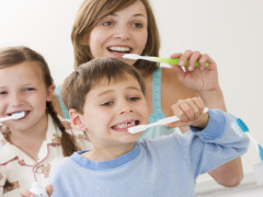 FamilyBrushingTeeth