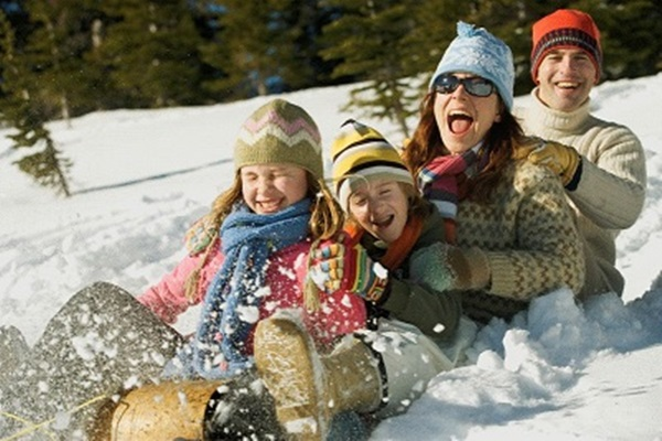 Fun Family Bonding Ideas For This (Long, Snowy, Cold) Winter